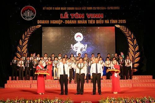 Hà Tĩnh tôn vinh 66 doanh nghiệp, doanh nhân tiêu biểu năm 2015