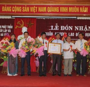 Cty HAINDECO don nhan HCLD hạng 3 lần 3 năm 2009
